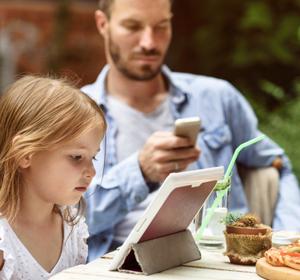 Era digital: ¿está extinguiendo la comunicación familiar?
